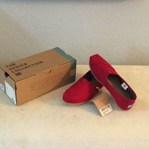 TOMS BRAND NEW IN BOX size 6 color red